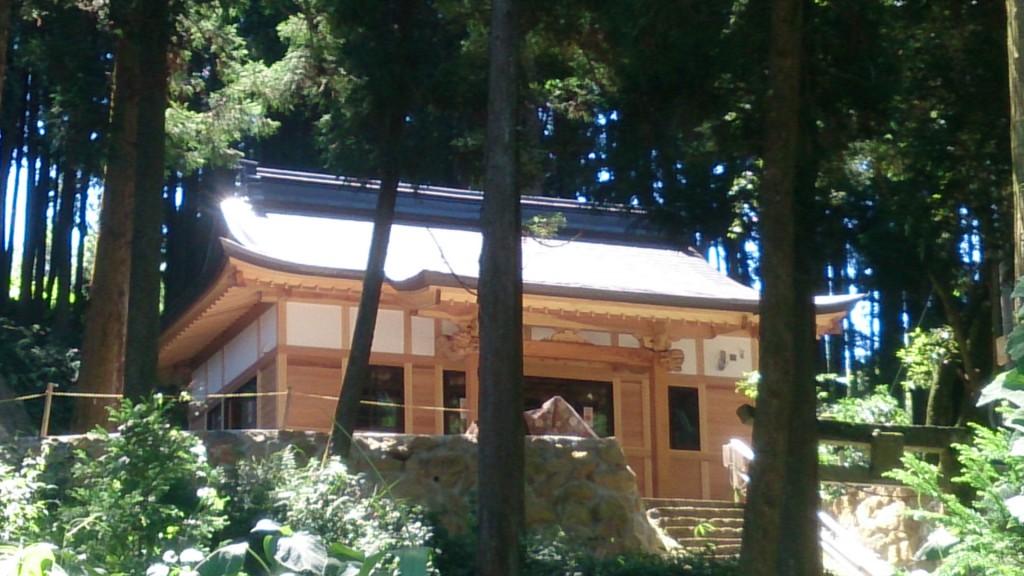 栗面町・貴船神社、足場がなくなり完成間近