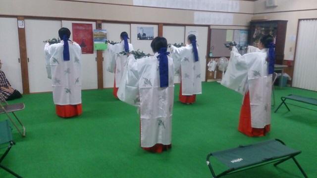巫女舞の練習(栄田町)151024_1
