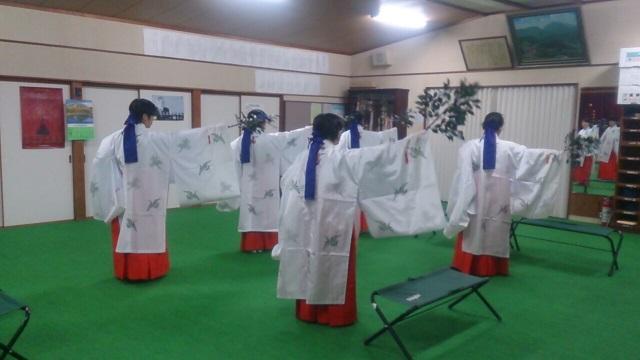 巫女舞の練習(栄田町)151024_3
